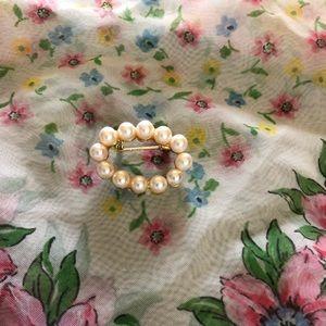 Sim pearl brooch